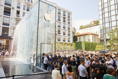 apple-milan-piazza-liberty_piazza-outdoor-que_07262018